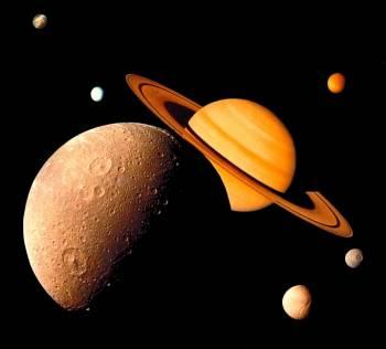 koláž snímkov planéty Saturn a niekoľkých jej mesiacov získaných sondami Voyager